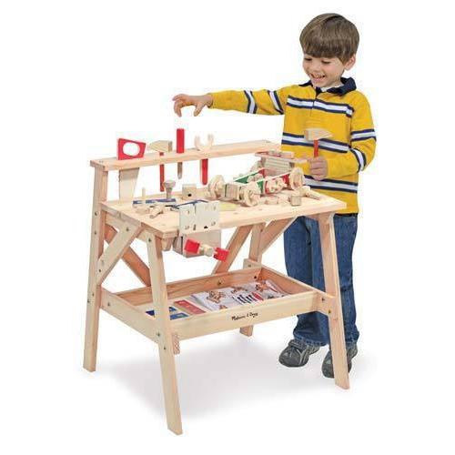 dřevěný pracovní stůl